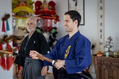 Foto: Sven Thomann, 1.7.2021, Obernau (LU): Fechter Max Heinzer macht bei Hugo Ulrich im Kumaizasa Dojo einen Samurai Kurs. Hier studiert er die Kata ãIppon Me MaeÒ ein.